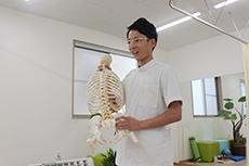 鹿沼市交通事故むちうち.com:「むちうち症は早期の治療が大切です」交通事故治療の説明写真